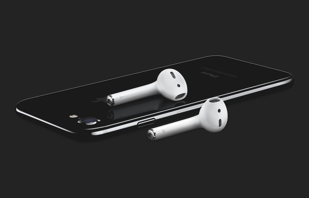 iPhone7-ジェットブラックとAirPods