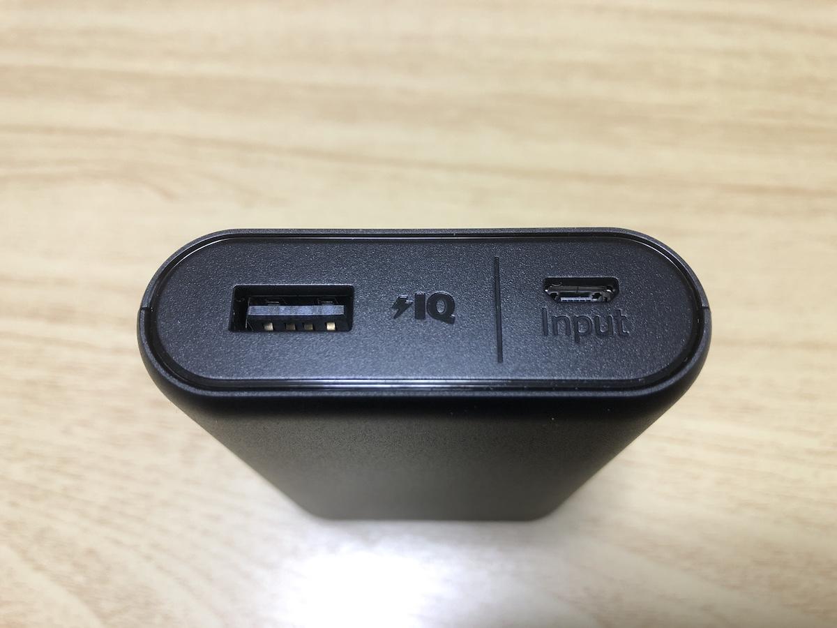 Anker PowerCore 10000-入出力端子の写真